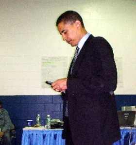 obama-with-blackberry2